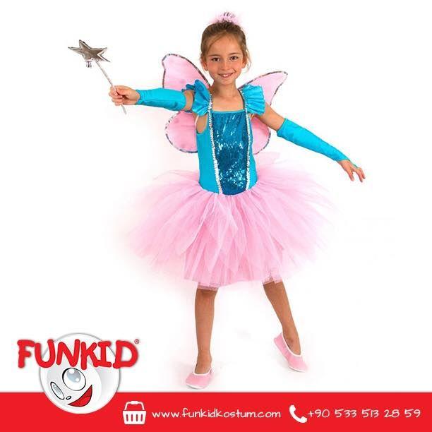 Peri Kızları gibi sizin çocuğunuz da eğlenceli, keyifli ve baştan sona sihirli bir maceraya doğru kanat çırpsın! Pembe tütüsü ve aynı renk kanatları, omuzları fırfırlı mavi elbisesi ve eldivenleriyle kız çocuklarının çok seveceği bir kostüm. Asamız da bu harika kostümün bir parçası! #winx #winxclub #peri #perikızı #funkidkostüm #çocuk #kids #kostum #costume