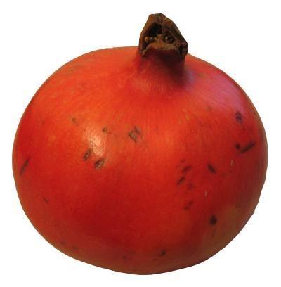 De granaatappel groeit aan een boom van ongeveer 8 meter hoog. Een granaatappel is een prachtige rode vrucht die ongeveer zo groot is als een sinaasappel. De vruchten zijn een bron van kalium, vitamine C en een grote hoeveelheid van stoffen die goed zijn voor je immuunsysteem. De schil is glad en leerachtig. De vrucht is roodbruin van kleur. Binnen de schil verdelen witachtige vliezen de vrucht in compartimenten. Hierin zitten talloze rode kogeltjes.