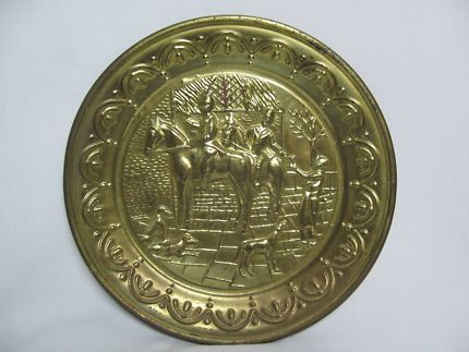 $30 Vintage BRASS PLATE Round Wall Ship Made in England 25x2cm Text 0411691171 or email info@bitspencer.com