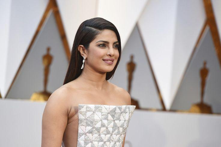 Priyanka Chopra Walked Oscar's Red Carpet Like A Stunner!
