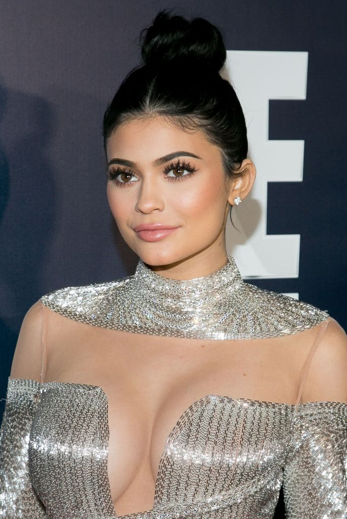 Kylie Jenner wears custom made Labourjoisie silver gown at 2017 Golden Globes after parties hosted by Warner Bros. Pictures and InStyle. #celebrity #redcarpet #goldenglobes #2017goldenglobes #glamorous #fabfashionfix #kendalljenner #kyliejenner