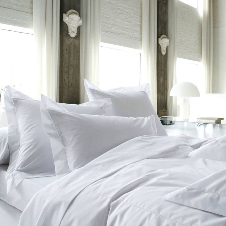 That is the most beautiful, cosy and comfortable looking all white bed we've ever seen! Who doesn't want to get in?? Weiße Bettwäsche Marquise Blanc // Blanc Des Vosges. Textiles by Rose Village.