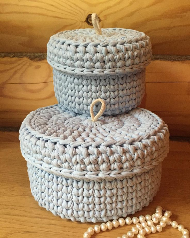 Разбавлю немного свои шапки) Круглые корзинки- шкатулки нежно- голубого цвета. Комплект связан на заказ. #yatim78_hand_made#вязаниеназаказ#вязаныекорзинки