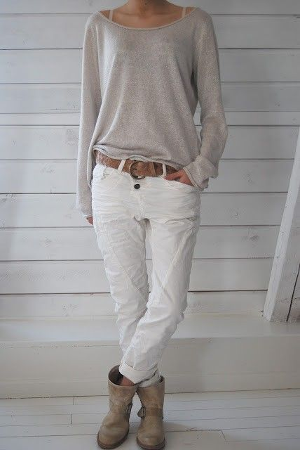Love the whole look. Comfy, slouchy shirt, casual white jeans/pants, booties