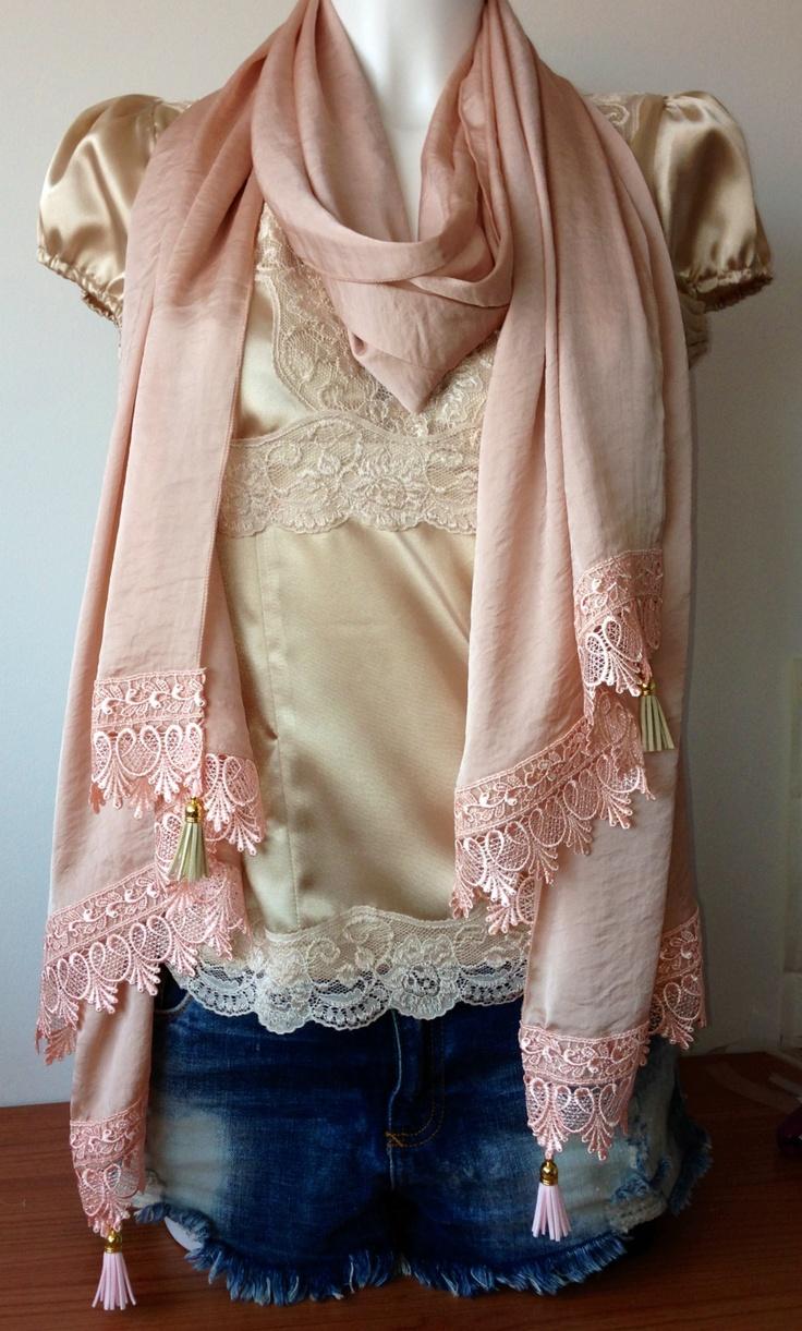 Xl sjaal met kant en leren kwastjes oud roze/zalm