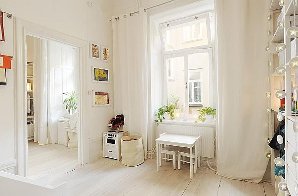 white-interior-design-apartment9 Vasastan http://www.homedit.com/modern-white-apartment-in-a-historic-building/