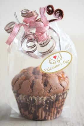 「バレンタインのラッピング「マフィン」」お菓子教室SweetRibbonが提案する簡単かわいいお菓子ラッピング | お菓子・パンのレシピや作り方【corecle*コレクル】