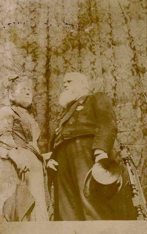 A princesa Isabel e o imperador Dom Pedro II num ângulo diferente.