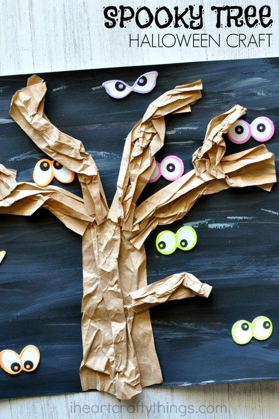 Lavoretti halloween per bambini con alberi spogli e occhi indiscreti nel buoio