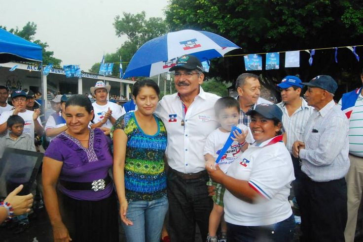 Norman Quijano futuro presidente de El Salvador compartiendo en Jocoaitique.