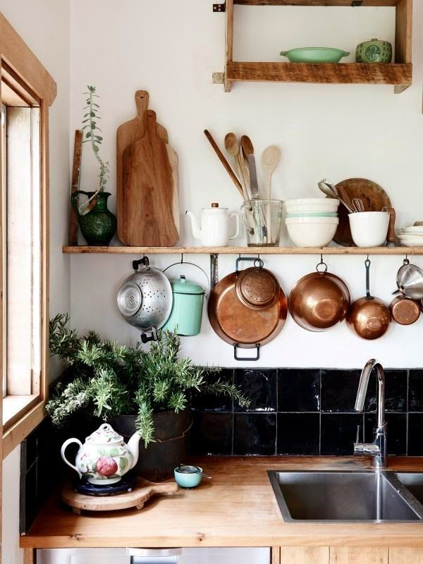 recycling : lovely country kitchen.