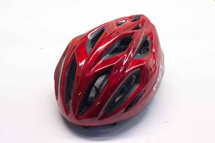 Aamulehti testasi pyöräilykypärät kypärätestissä.