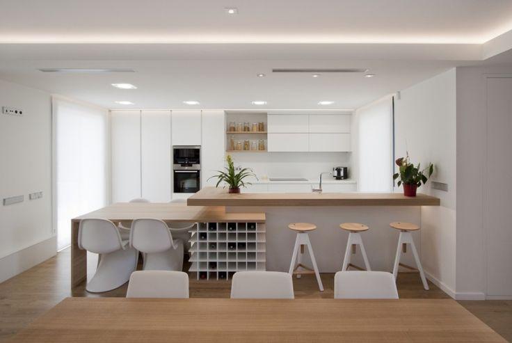 Mesa comedor, botellero y barra cocina