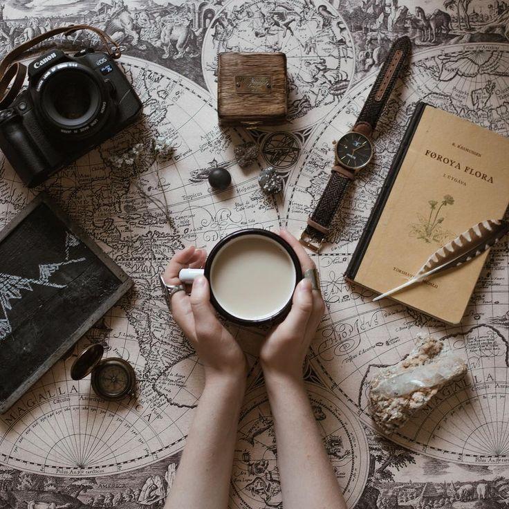 Anastasia в Instagram: «Enjoying the beginning of the fall ✨Осень – идеальное время, чтобы начать читать книгу, взять плед и завернуться в него с чашкой какао. Надеюсь, что хоть раз у меня так получиться сделать.✨ А еще это отличное время, чтобы начать планировать новогодние каникулы, а вы уже знаете где будите их проводить?»