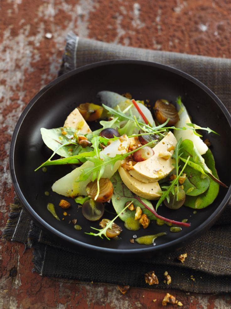 Herfstsalade met foie gras, peren en walnoten http://njam.tv/recepten/herfstsalade-met-foie-gras-peren-en-walnoten