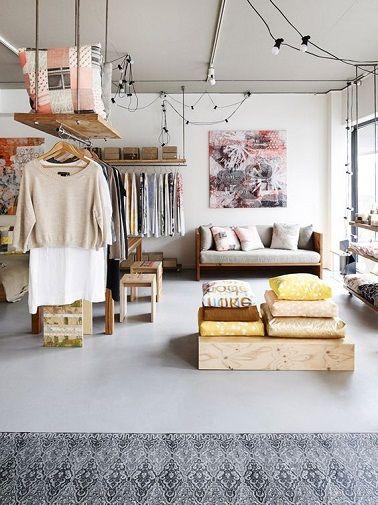 Un dressing pas cher et tout simple sépare l'espace dans un studio                                                                                                                                                                                 Plus