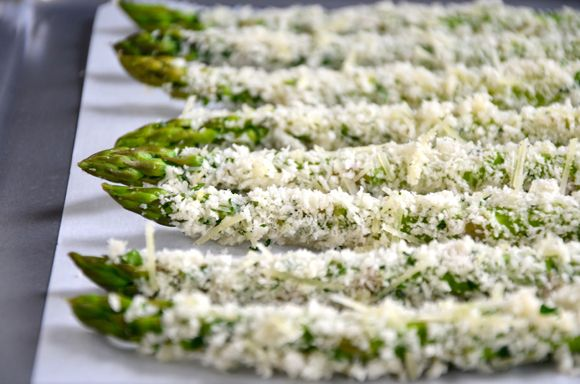Baked Asparagus Fries with Roasted Garlic Aioli #recipe