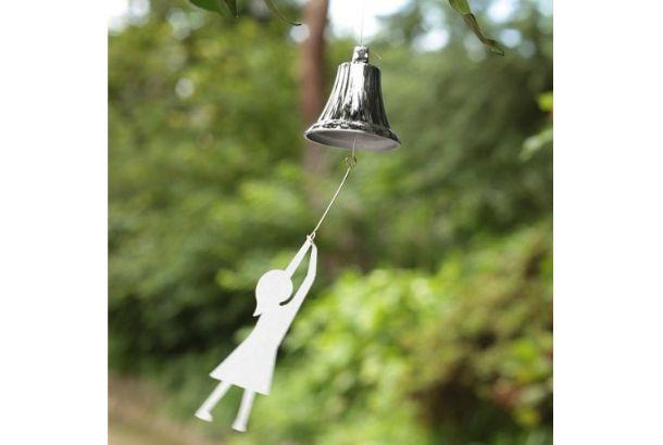 Windy sound is good for summer.     現代的なデザインを伝統技術によって実現した風鈴です。風鈴というと下町の日本家屋に似合う伝統的なものというイメージがありますが、こ...