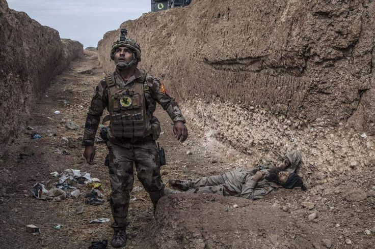 Iraqi special forces officer and killed DAESH rebel.