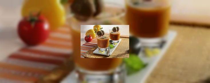 Vergeet de traditionele tomatensoep met balletjes en serveer je gasten eens wat anders! Deze paprika...