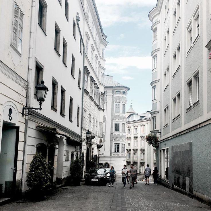 Stadttag . . . #city #altstadt #linz #austria #österreich #altbau #pretty #beautiful #architecture #inspiration #design #designer #love #travel #wanderlust #explore #art #artist #photography
