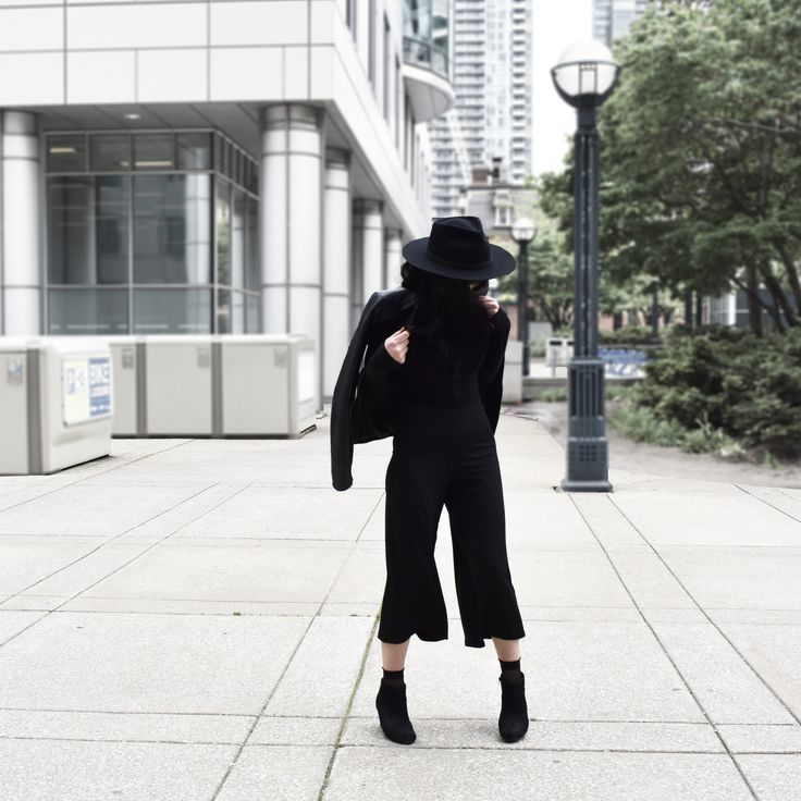 Black Culottes and black fedora hats got me feeling a little magical. #blackculottes #outfits #outfitideas #culottes #toronto
