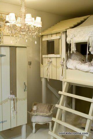 What a CUTE little girls room!