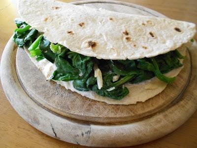 Q B Le ricette light:piadina spinaci ricotta e parmigiano.
