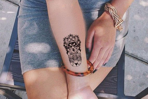Product Information - Product Type: Egyptian Evil Eye Temporary Tattoo Tattoo Sheet Size: 10.5cm(L)*6cm(W) Tattoo Application & Removal With proper care and attention, you can extend the life of a tem