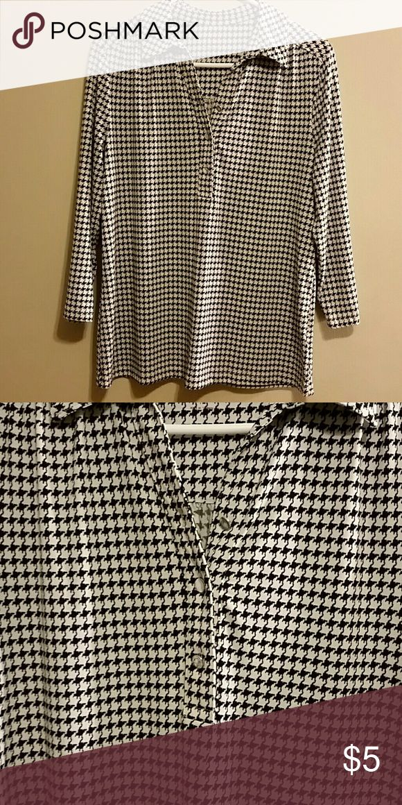 Houndstooth shirt A knit hounds tooth shirt with three front buttons. Tops