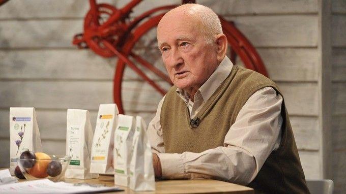 Akit kicsit is érdekel a természetes gyógymód, annak Szabó Gyuri bácsi, a bükki füvesember alap. Mára már élő legendává nőtte ki magát gyógyteakeverékeivel, tinktúráival. Most leírtuk nektek a 10 legfontosabb tanácsát, mely az egészséges élethez szükséges