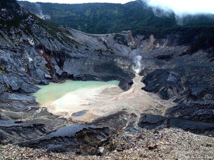 Nature tourism Gunung Tangkuban Perahu Bandung - City in Indonesia | Gadogadoilmu