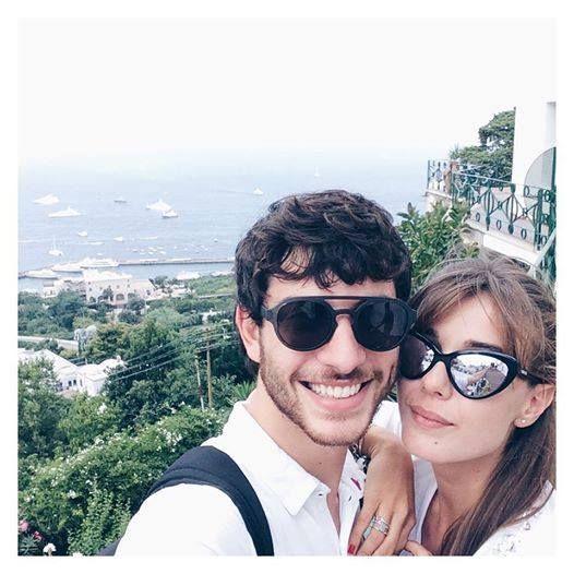 Martina Pinto e Luca Marcucci trascorrono le vacanze estive nei luoghi più belli e suggestivi della Campania. Per l'attrice fisico al top in bikini e outfit estivi da copiare.