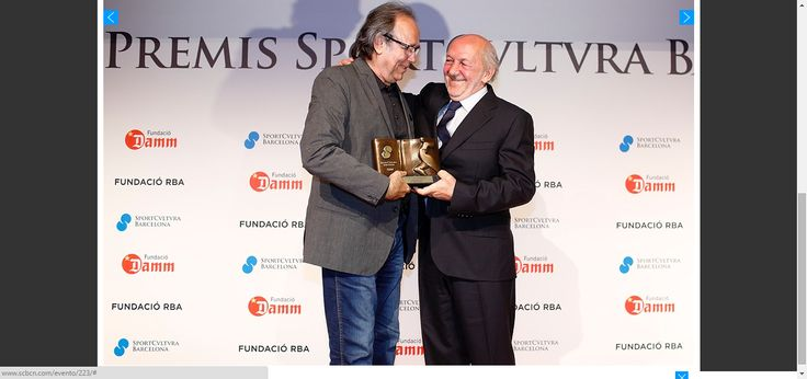 Joan Manuel Serrat, recibió el premio de Cultura, el cantautor, poeta, compositor e intérprete reconocido a nivel internacional y que tanto ha aportado en el mundo de la música recogió personalmente el galardón.Entrega X Edición Premios Sport Cultura Barcelona