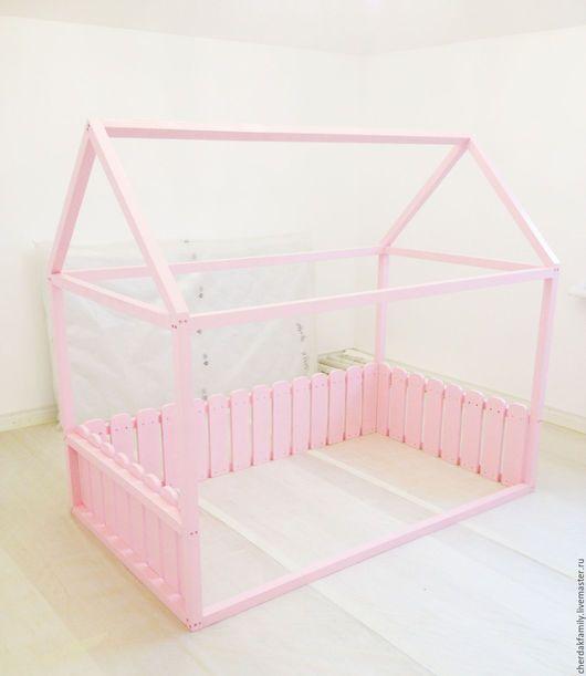 """Детская ручной работы. Ярмарка Мастеров - ручная работа. Купить Кровать-домик с забором """"розовая"""". Handmade. Бледно-розовый, кровать"""