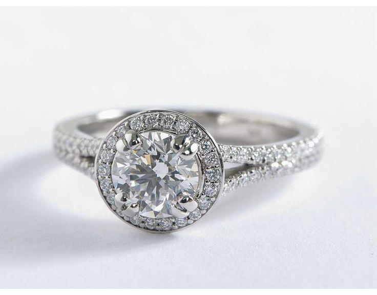 Bague de fiançailles diamant rond montée sur un cercle fendu en platine