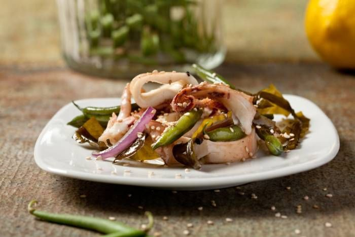 Insalata tiepida di calamari, alghe e fagiolini #Star #ricette #insalata #calamari #alghe #fagiolini #food #recipes