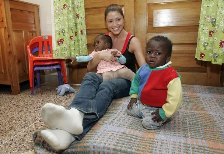 shannon elizabeth in africa | Shannon Elizabeth @ Abandoned Baby Centre in Nairobi -8/13 in Other ...
