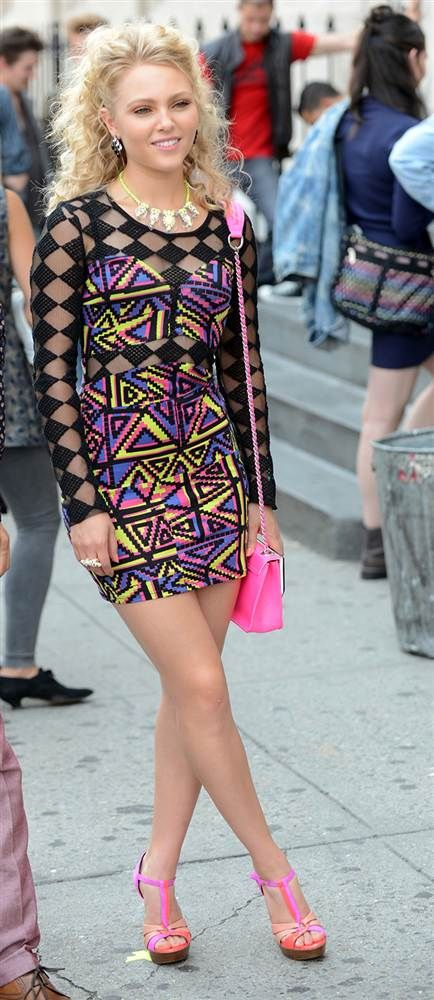AnnaSophia Robb ~ her style on tcd is so fun :-)