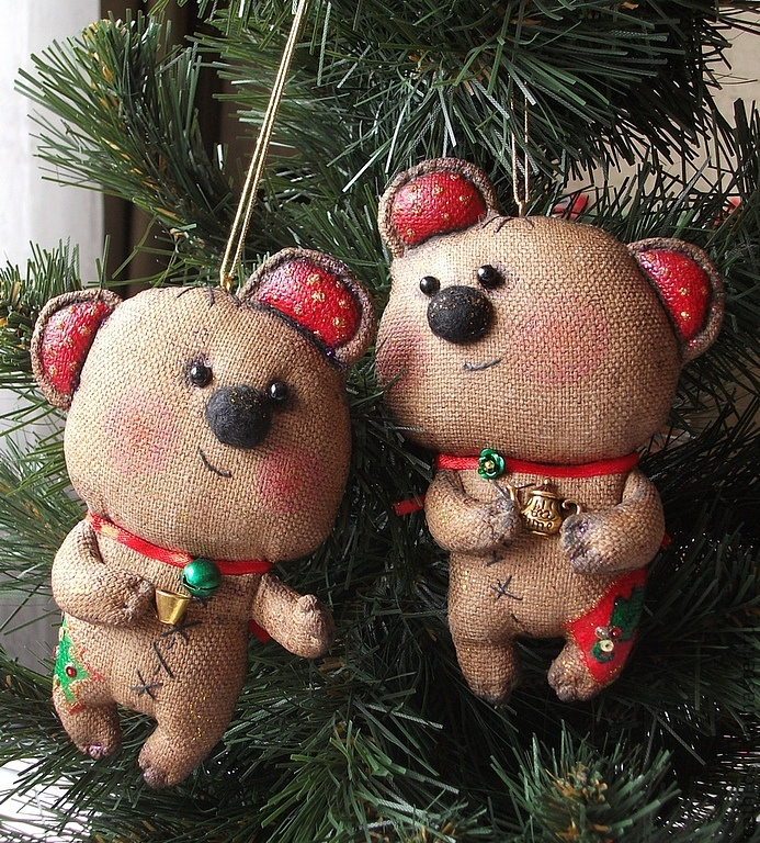 a couple of beary cute ornies.....