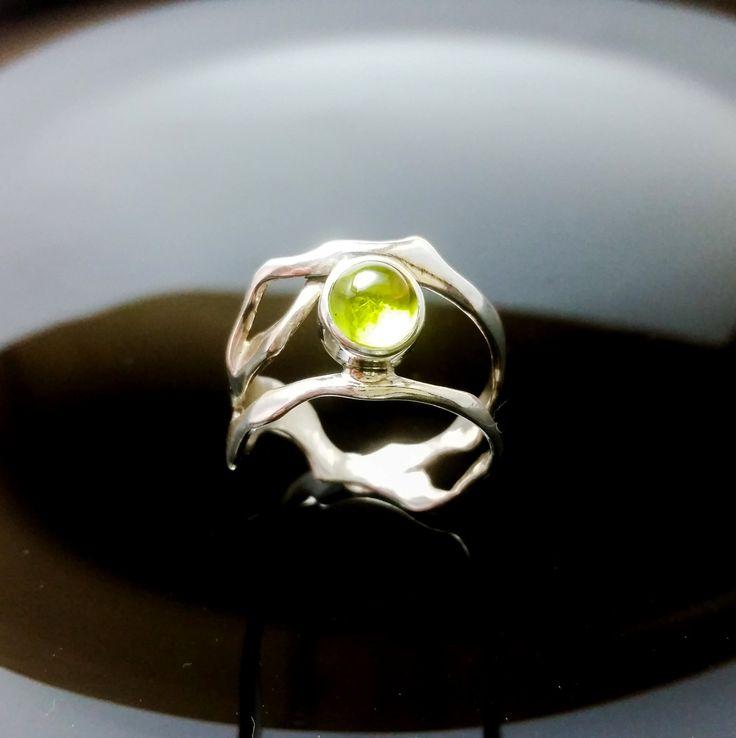Sterling Silver Ring UNIQUE RING ,Nature Ring,Handmade Silver Ring,Nature Silver Jewelry, Perodot Ring de ALEXREDONDOJEWELS en Etsy