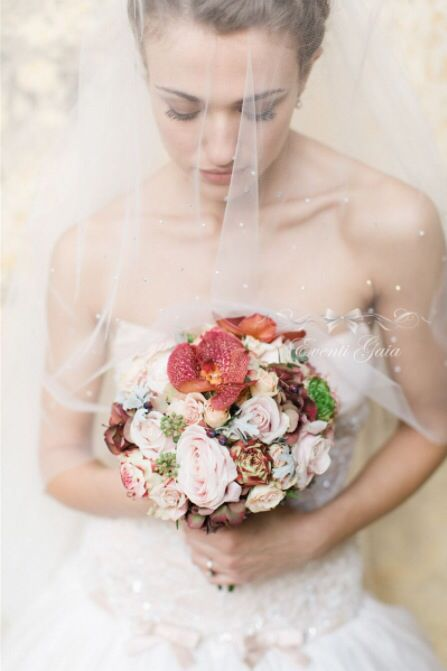 Bride Bridal bouquet perfect for an autumn Wedding