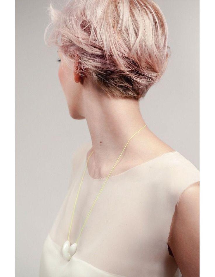 Blond fraise sur cheveux courts