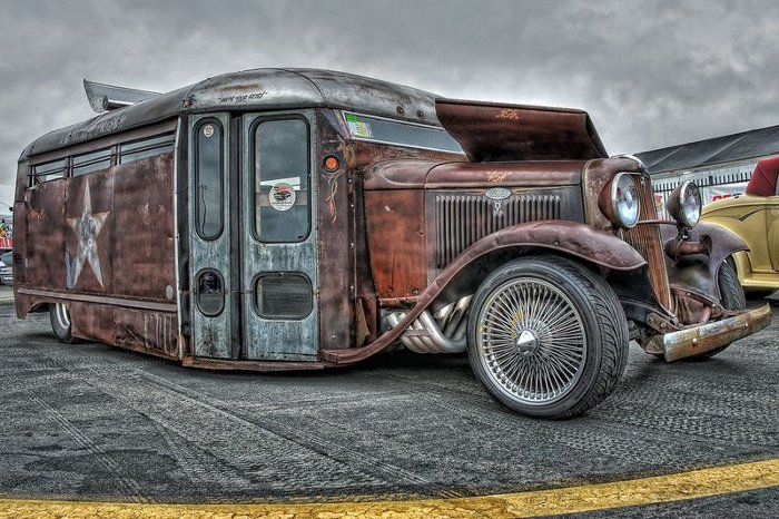 Now this is an absolutely insane rat rod bus! More hot rods here blog.carid.com/...