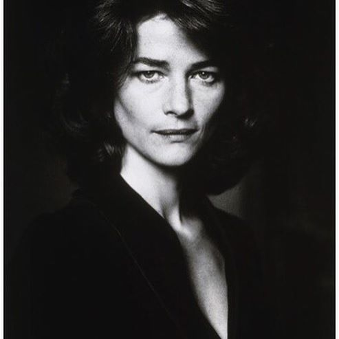 Charlotte Rampling, Paris, 1986. She radiates feminine masculinity. A strong style icon and an inspiration for our brand as a whole. An outgoing and charismatic woman. Photo credit © Alice Springs. #epiloguebyevaemanuelsen #epilogueinspiration