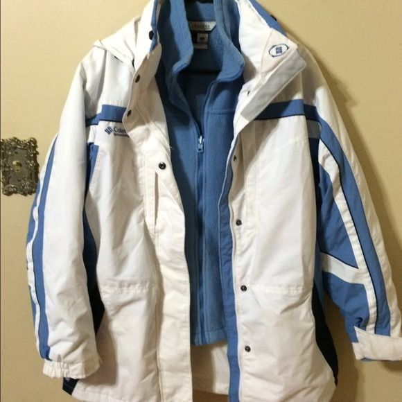 Mens Columbia Coat blue and white Has a few tiny spots see pic by the pocket , bleach pen might wrk, but still in great condition. Make an offer I've been selling pre owned clothing for more than 7 years  buy with confidence. Columbia Jackets & Coats