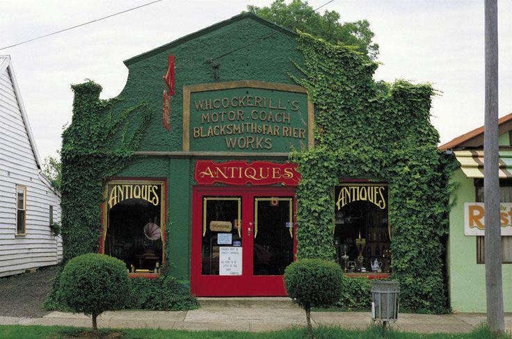 Antiques shop / Berry NSW / village / historic buildings