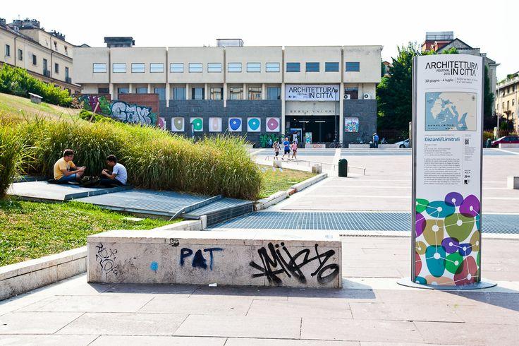Piazzale Valdo Fusi e l'ex Borsa Valori. Foto di Jana Sebestova #AIC2015 #sconfinamenti