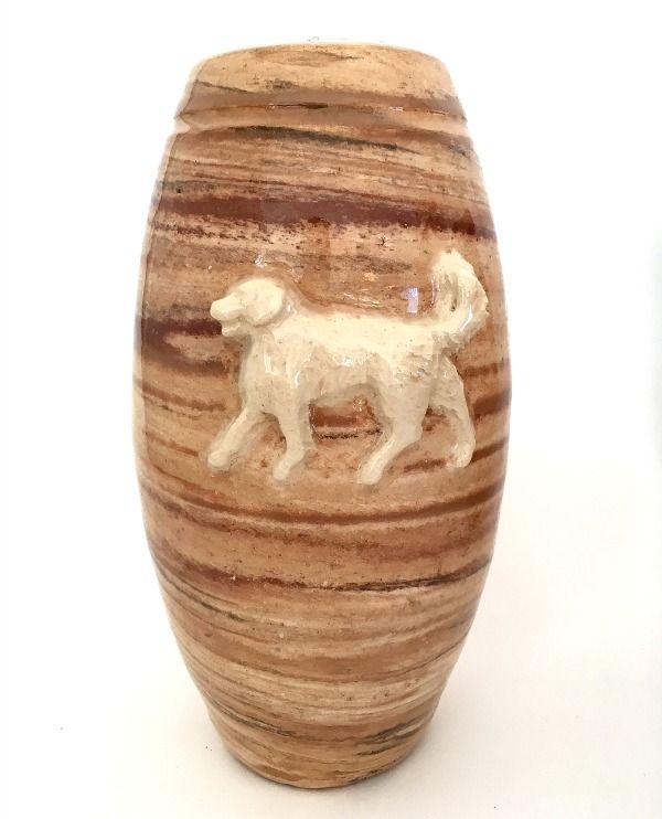 Honden urn met Golden Retriever. Unieke 3 kleurige klei en constrasterende, voelbare afbeelding.