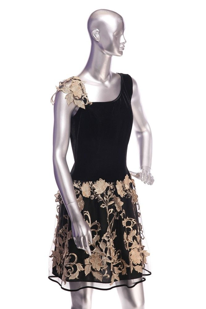 Lace and velvet dress. Composition: 60% viscose, 40% polyester. Order by phone:  +40727 781 988